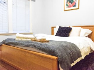 Executive Heritage One Bedroom with Modern Furnishings (FREE Airport Pickup)