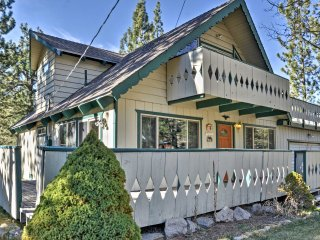 3BR Lake Tahoe Cabin w/Mtn Views & Pool Table