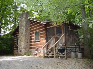 The Emert Bluff Retreat. Log cabin for your getaways to the smoky's near Cades Cove