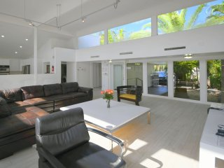Miami Beach,Waterfront,Oct 10-Nov 22 $3255/wk-Thanksgiving Nov 23-26 $2000/4nts