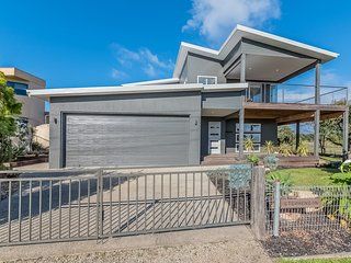 7 Graydens Road, Ventnor with Spectacular views