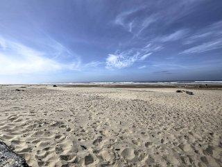 3BR Manzanita Home - Walk to Beach & Cafes!