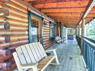 4BR Cabin in the Heart of the Arts District!