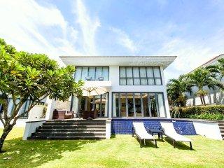 Spacious & Modern 2 Bedroom Villa|Private Pool|Housekeeping|Beachwalk