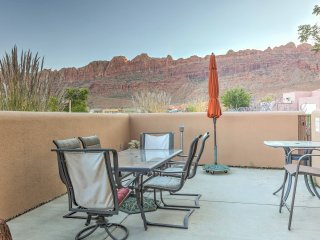 NEW! Rustic 3BR Moab Townhouse w/ Mountain Views!