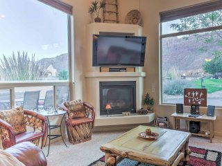 Rustic Moab Townhouse w/Mountain Views - Near Hwy