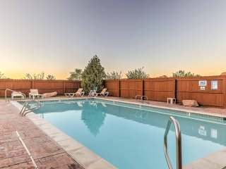 Moab Townhome w/ Pool Access & Stunning Mtn Views!