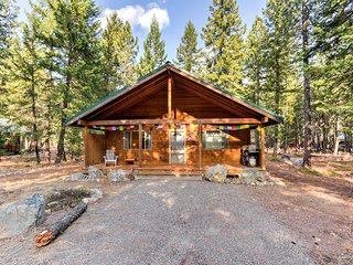 NEW! 2BR Mazama Cabin - Walk to Methow River!
