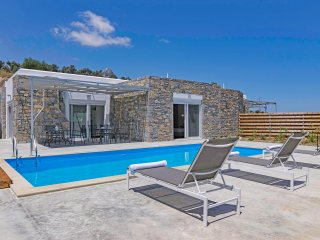 New, Spacious, Private Pool, Near tavern, Olive Grove, Great location & Views 2