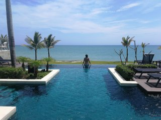 Sunny and familly friendly beach Townhouse w/Pool and Beach Club