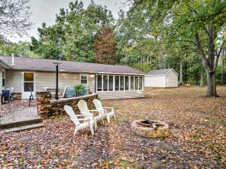 NEW! Cozy 3BR Holland House near Lake Michigan!