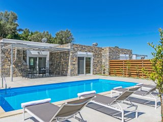 New, Spacious, Private Pool, Near tavern, Olive Grove, Great location & Views 4