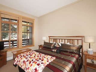Awesome Updated Location in Center Village, 5 Min. Walk to Lifts, 2 Hot Tubs, Co