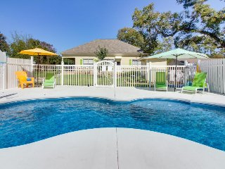 Large corner lot w/private pool & hot tub, firepit, & great location. 1 dog ok!