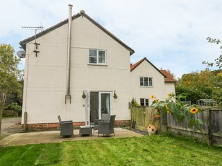 POUND FARM ANNEXE, on working farm, delightful garden, Great Yeldham 3.5 miles