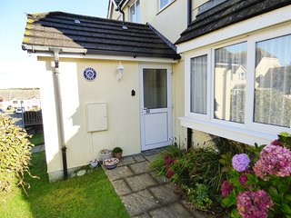 HILLY VIEW - Comfortable cottage with enclosed garden, off road parking, just a