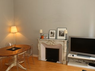 Three Bedroom on rue Bivouac Napoleon Minutes from Palais