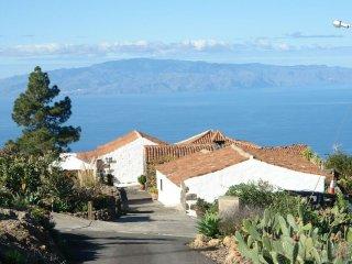 Finca Rural con 2 Casas y Piscina Privada con Vistas a la Gomera, Tenerife Sur