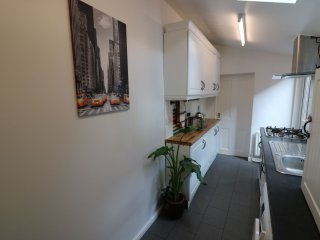 Kitchen Room - Kwetu Home Luton -Corporate Housing, Holiday Lettings, Serviced Accommodation