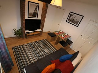 Salisbury House - 3 Bedroom Self Catering Serviced Accommodation -Luton Town