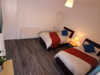 Twin Bedroom - Kwetu Homes (Self Catering Accommodation) Luton