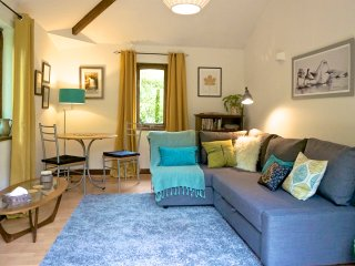 Doe Foot Holiday Cottage, Ingleton, Yorkshire Dales. Private garden and parking