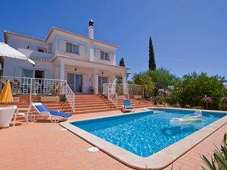 Casa Figueira, Stunning 3 Bedroom Villa With Heated Pool, Carvoeiro