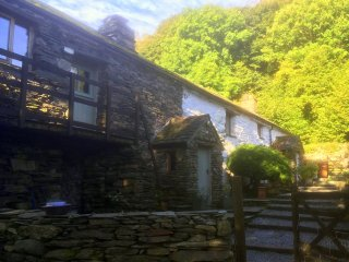 The Low Farm - Traditional stone long house in stunning Duddon Valley