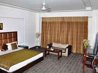 HARIS COURT INNS & HOTEL Room 7