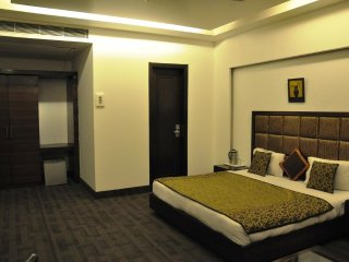 HARIS COURT INNS & HOTEL Room 18