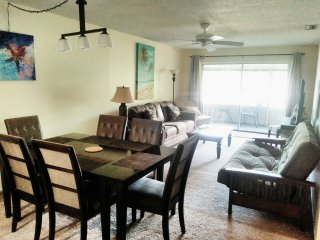Tropical Dreams Close to Siesta Key 2 King beds Availability this season Unit #5