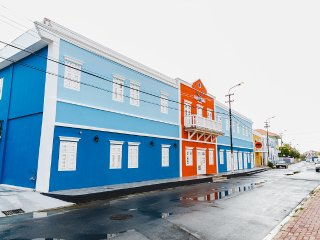 6 Bed Male Dormitory Room - Bed and Bike Curacao