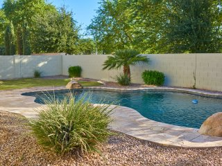 Gilbert Luxury Vacation Home-Heated Pool, Sleeps 12, Game Room, Theater
