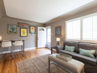 **Fall Discount** Modern, Cozy, Walkable 1 BR!