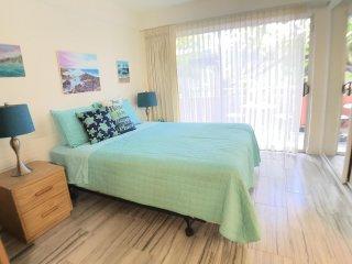 (NEW LISTING) Waikiki Apt 1BR/1BA Full Kitchen and Pool!!! HK410