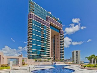 Classy Condo in Waikiki Close to Beaches, Attractions, and Dining!!