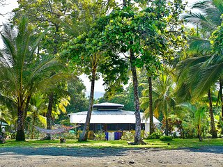 Casa Mango Morado 2 bedroom cabin:  Enjoy the cool ocean breezes and beachfront!