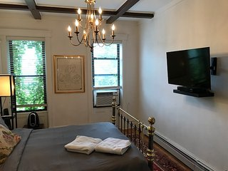 Newly renovated large apt. Clean and tastefully decorated. 30 min from Manhattan