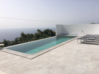 Rocha Views - secluded villa with panoramic views and infinity pool