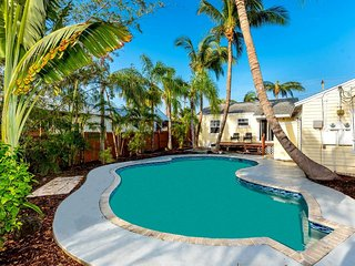 Cute 2br Key West home w/ tropical pool, bikes, 6 blks to beach & Atlantic Ave