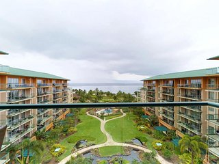 Stunning waterfront condo w/ ocean views, beach access, resort pools, & hot tubs