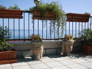 Sunrise PENTHOUSE Amazing SEAVIEW and TERRACE near TAORMINA