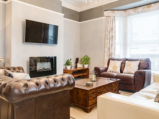 The Hopecliffe, Filey. LUXURY APARTMENT  GREAT LOCATION  Sleeps 10