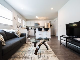 Modern & Completely Renovated Duplex