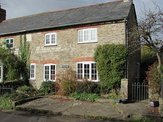 2 Rose Cottages, Jurassic Coast (sea 3 miles) and lovely Countryside