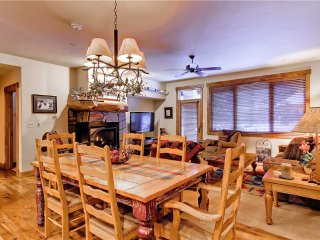 Champagne Lodge- Trappeur's Crossing Resort