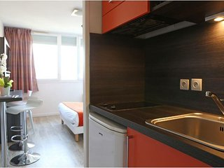 Luxury Suites in Paris w/ Free WiFi, Kitchenette &Complex Breakfast