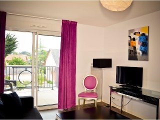 Modern Apt in Heart of La Baule w/ Free WiFi, Flat Screen TV & Resort Pool