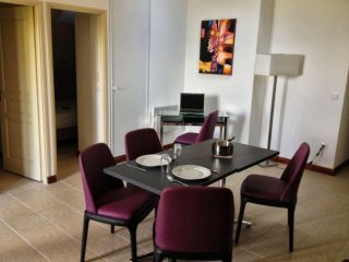 Luxury Apartment near Golf & Ski W/ Free WiFi & onsite Restaurants