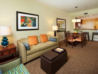 Cozy Condo w/ WiFi, HD TV, Balcony, Resort Pool, Gym, Game Room & Mini Golf